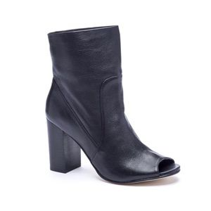Chinese Laundry Leather Bootie 6.5